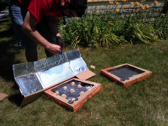 Baking cookies in a solar oven homeschool discoveries for How to build a solar oven for kids